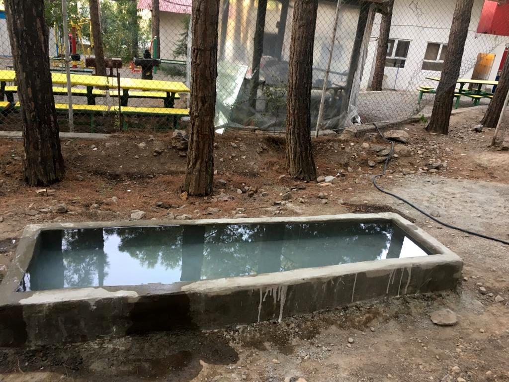 ساخت آبشخور برای حیوانات در جنگل سرخهحصار منطقه۱۳
