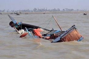 احتمال غرق شدن بیش از ۱۵۰ مسافر یک قایق واژگون شده