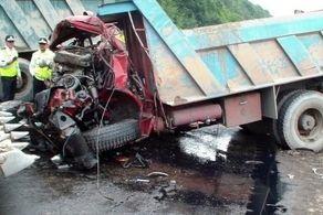 واژگونی هولناک کامیون در میدان هفت تیر تهران