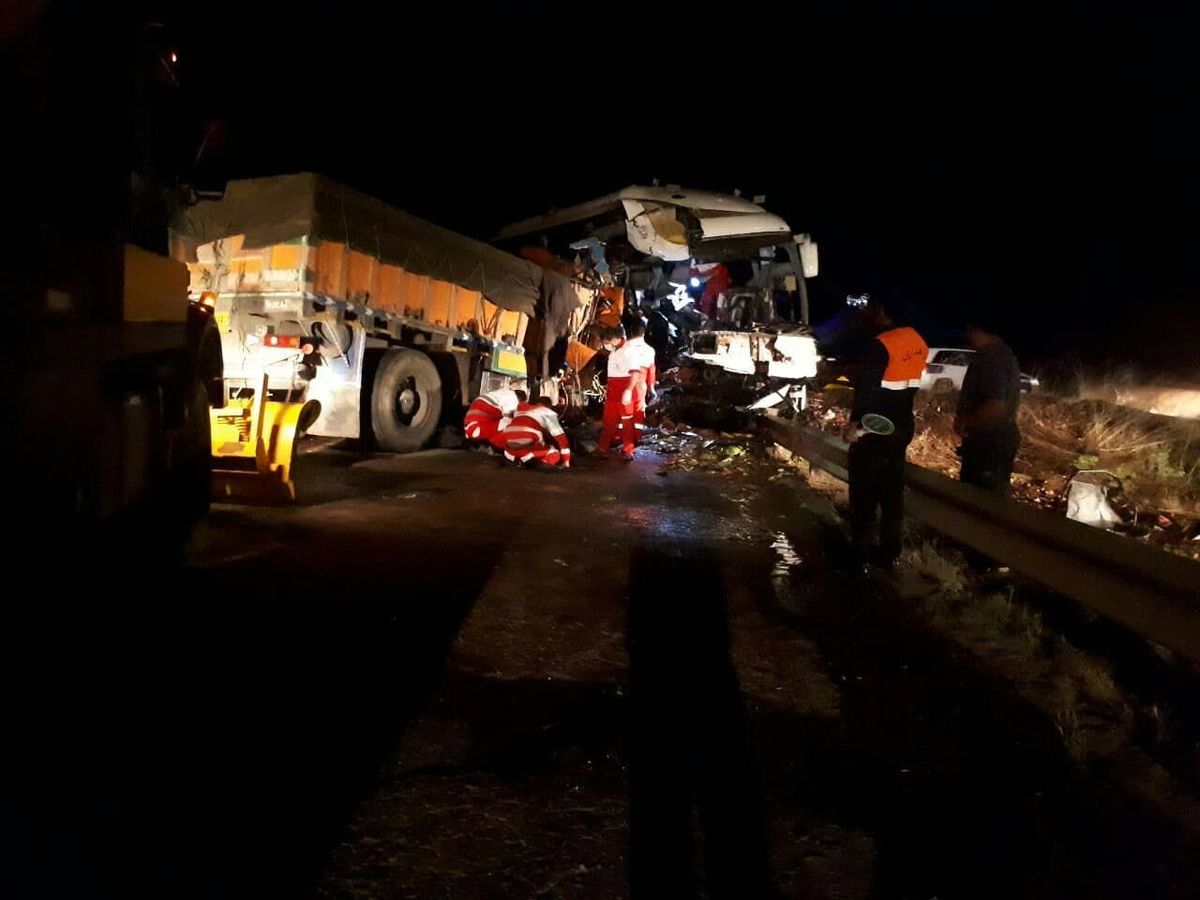 ۲۹ مصدوم و یک کشته در تصادف هولناک جاده سرچم