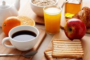 هرگز هنگام صبح این ۱۰ غذا را نخورید!