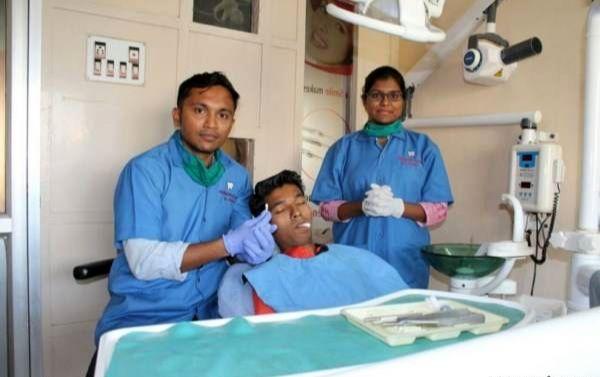 این پسر جوان درازترین دندان دنیا را دارد!+عکس