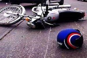تصادف شدید موتورسورا با پژو متوقف شده در بزرگراه