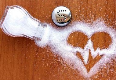 مضرات مصرف بیش از حد نمک چیست؟