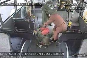 زایمان زن باردار وسط اتوبوس شهری!+ عکس