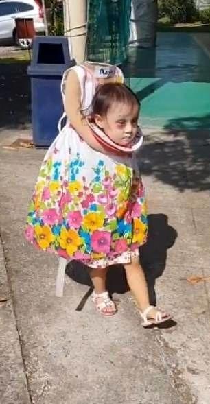 پیادهروی دختر بی سر در خیابان! + عکس