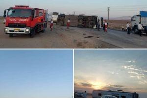 مصدومیت ۱۵ نفر در حادثه واژگونی اتوبوس مسافربری