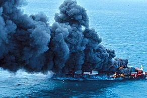 کشتی تجاری در آبهای سریلانکا آتش گرفت+جزییات