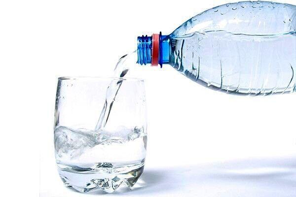 اگر حین غذا آب بنوشید به این بلا دچار می شوید!