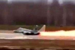 فرار شگفت انگیز خلبان بعد از آتش گرفتن هواپیما + عکس