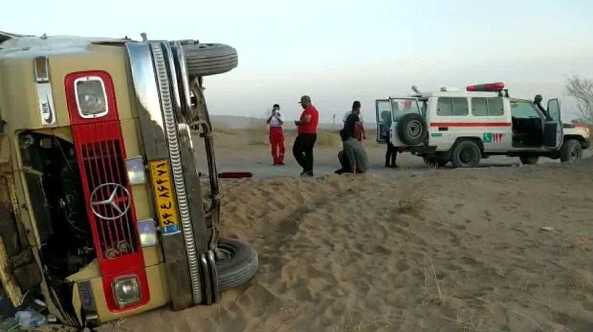 واژگونی هولناک مینیبوس کوهنوردان در کویر مرنجاب+جزئیات
